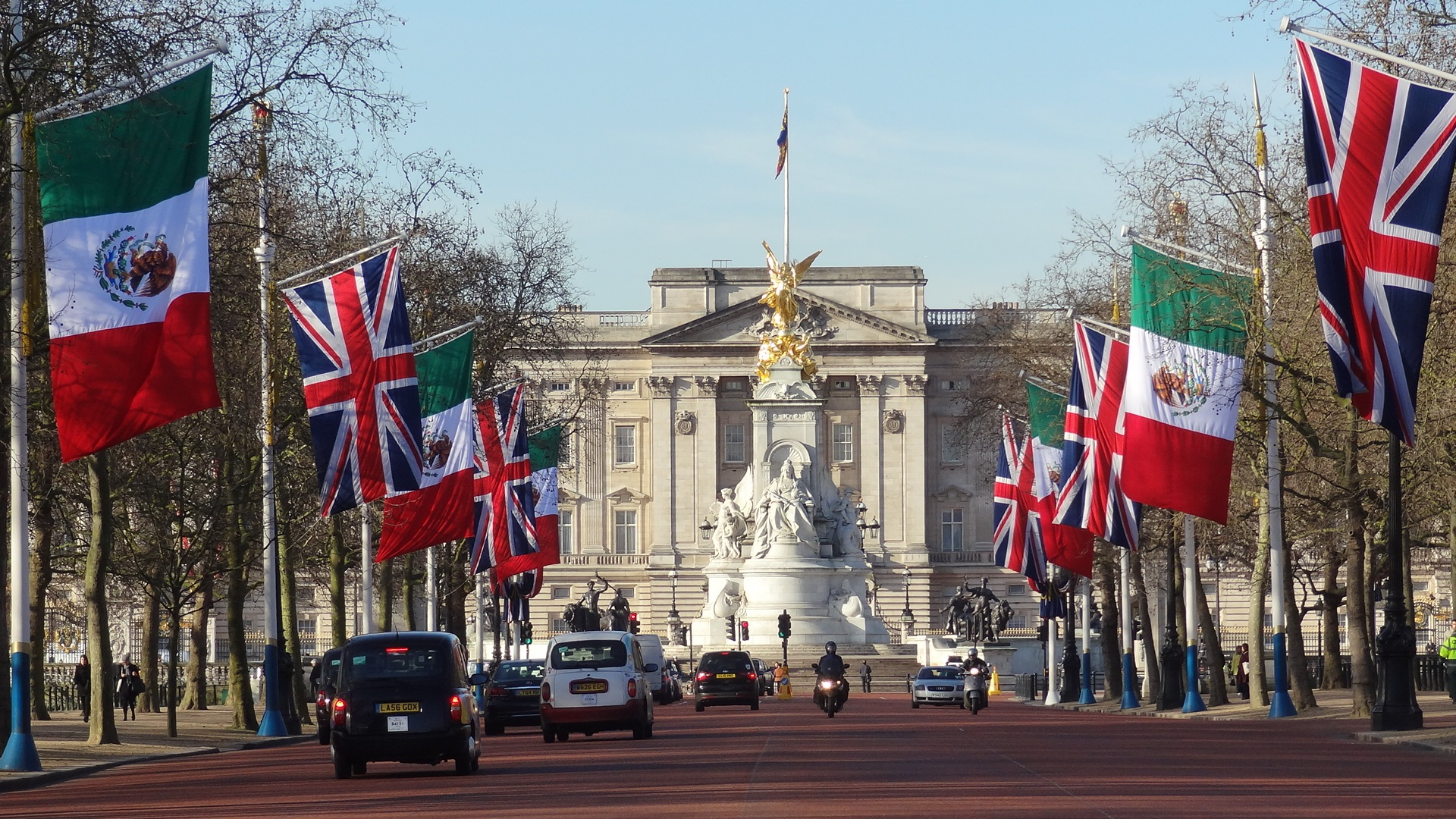 Buckingham Palace, UK is one of the most valuable palaces in the world - London Airport Transfers